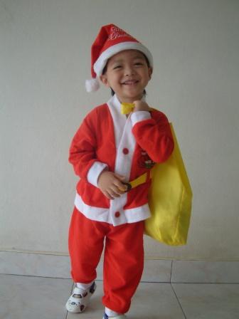 ซานต้าวีร์จะไปแจกขนมให้เด็กๆ
